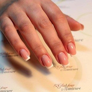 Glamour Manicure